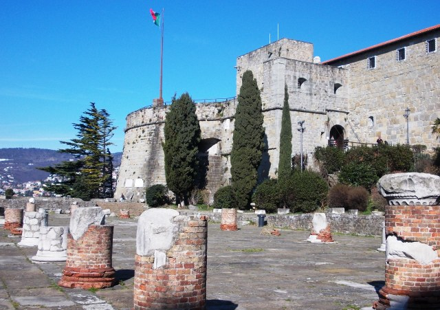 Castello (Castle) di San Giusto -- + Roman ruins